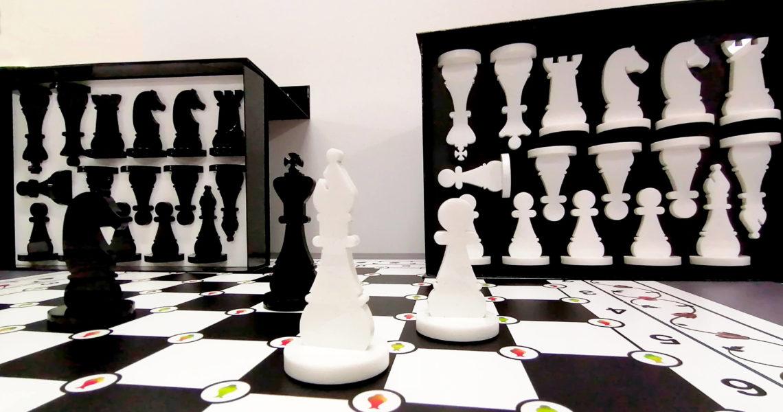 plateau de jeu d'échec avec ses pions